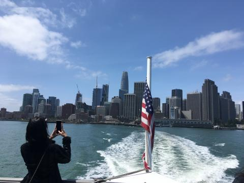 [Photo : vue sur San Francisco depuis un ferry]