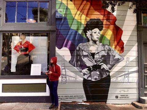 fresque murale avec drapeau arc en ciel LGBTQ Castro San Francisco