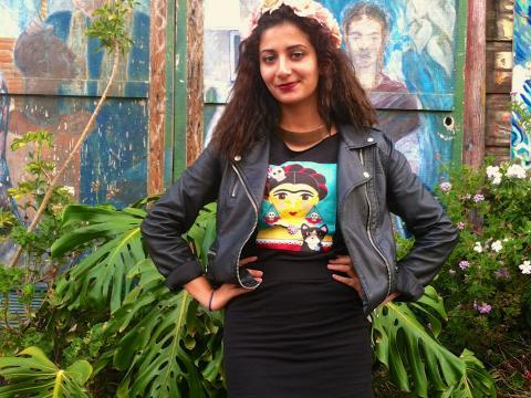 Photo : Jeune fille avec T-shirt de Frida Kahlo Mission San Francisco