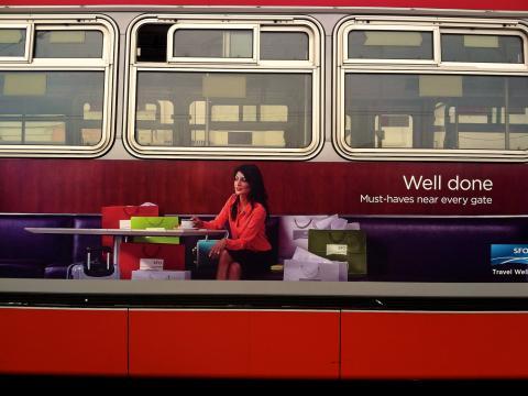 Publicité sur un bus pour promouvoir le shopping à San Francisco