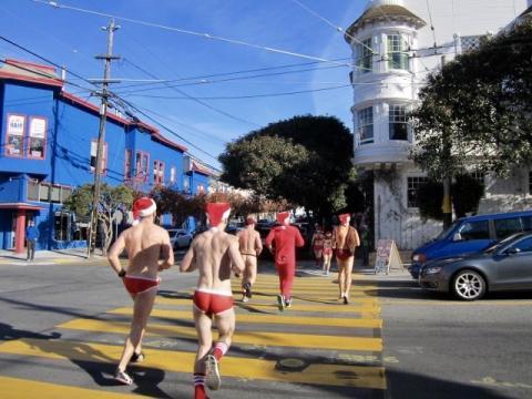 Pères Noël dans les rues de San Francisco